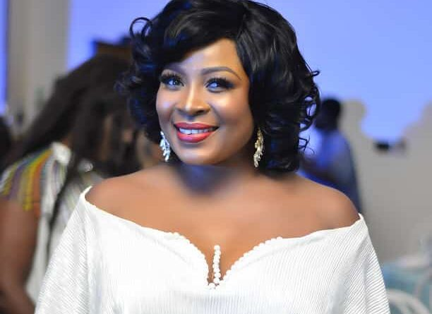Gloria Sarfo Claps Back At A Fan  Who Asked Her To Stop Posting Rubbish And Find A Husband