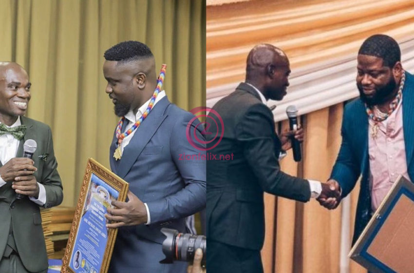 More Yawa! Videos Of How Sarkodie And D-Black Picked Up Their Fake 'Dr. Fordjour' UN Awards Finally Hits Online & It Is Funny – Watch