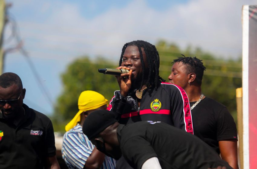 Creative! How Stonebwoy Indirectly Announced He Is The Goat Without Saying It (Photos)