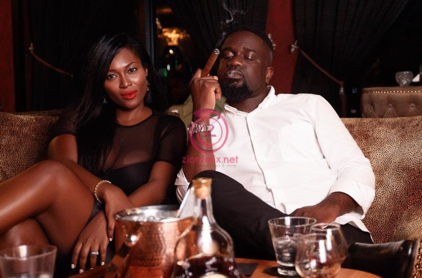 Sarkodie Caught On Camera Smoking Again; His Fans React