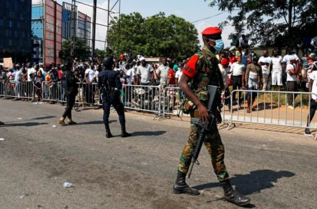 """JUST IN: NDC Supporters In Fierce Clash With Officers Of The Ghana Police At Electoral Commission In Accra Over """"Stolen Verdict"""" Claims – Watch Live Video"""