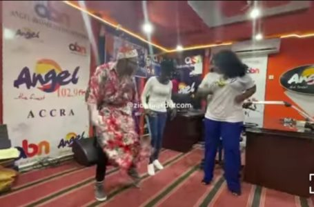 Hilarious Battle! Ohemaa Woyeje And Xandy Kamel Showcase Their Dangerous Dance Moves As They Battle It Out (Video)