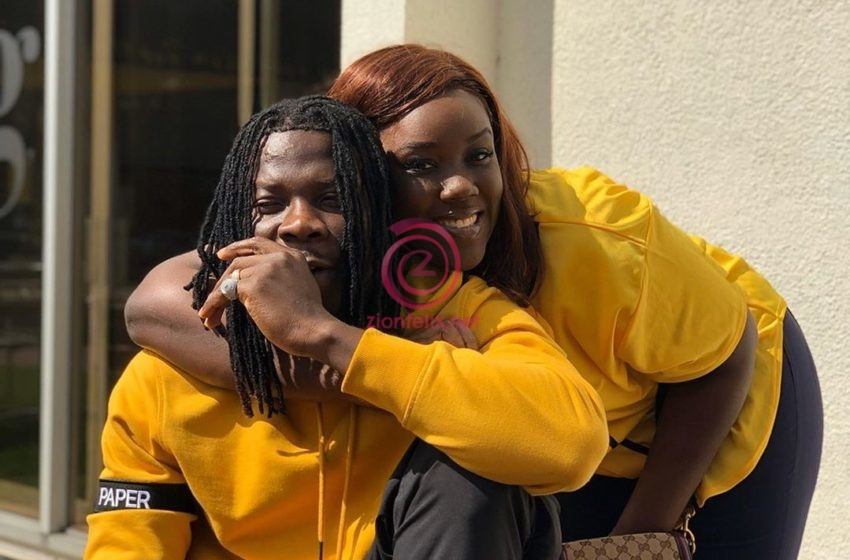 Stonebwoy Flaunts His New Gold Encrusted Teeth Done By His Wife, Dr. Louisa (Photo & Video)