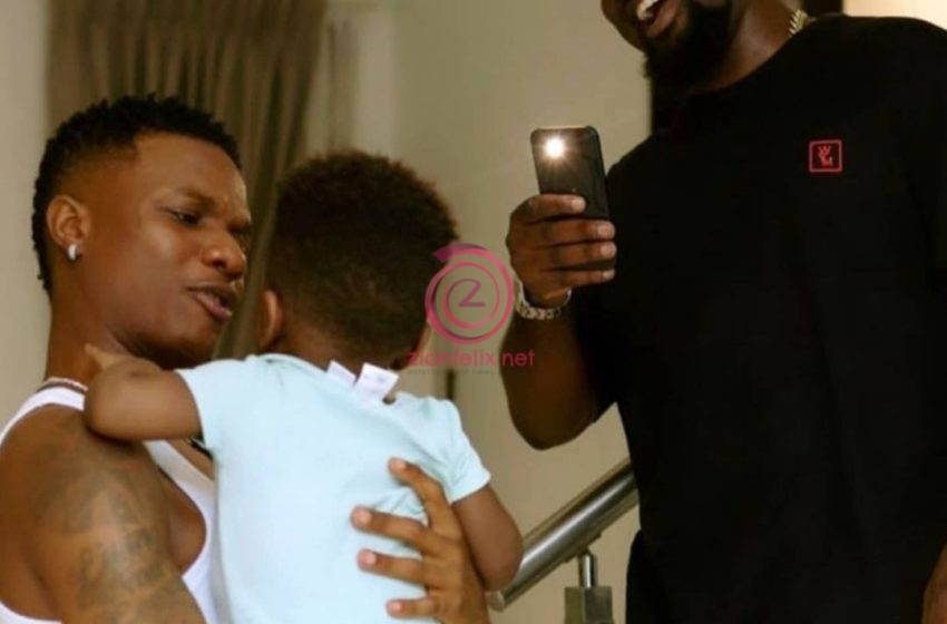 Possible Banger Cooking As Wizkid Is Spotted In Sarkodie's House (Photos)