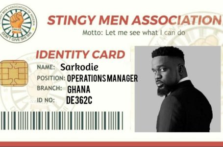 Confirmation Of The Stingy Tag? See Sarkodie's Happy Reaction As He 'Accepts' His Card As A Member Of The 'Stingy Men Association'