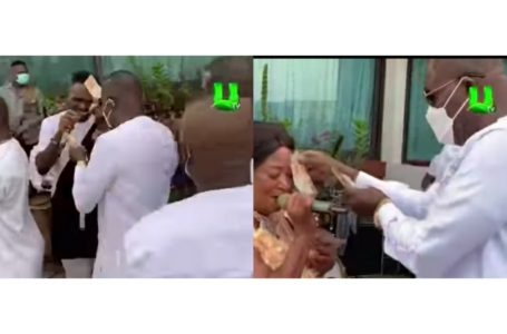 Dr Osei Kwame Despite Splashes Cash On Yaw Sarpong And Asomafo During A Performance At His 'Mini Birthday Party' (Watch Video)