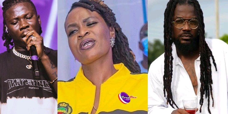 Ayisha Modi Joins The Samini – Stonebwoy Social Media Banter; Threatens To Expose Samini If He Does Not Ceasefire