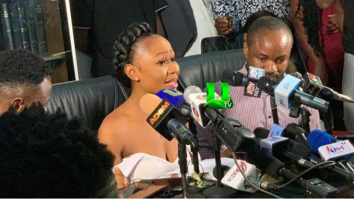 Chaos As Reporters From The Media Clash With Akuapem Poloo's Team After She Was Rushed Out Of Her Press Conference (Video)