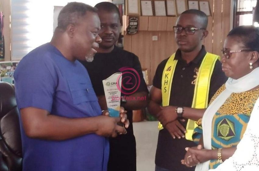 """GRA Awards Dr. Kwaku Oteng As """"Best Excise Taxpayer"""" In The Ashanti Region Days After Captain Smart's Wild Revelation – Photos"""