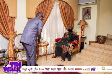 Bola Ray Pays A Courtesy Call On Otumfour Ahead Of The Vim Walk In Kumasi
